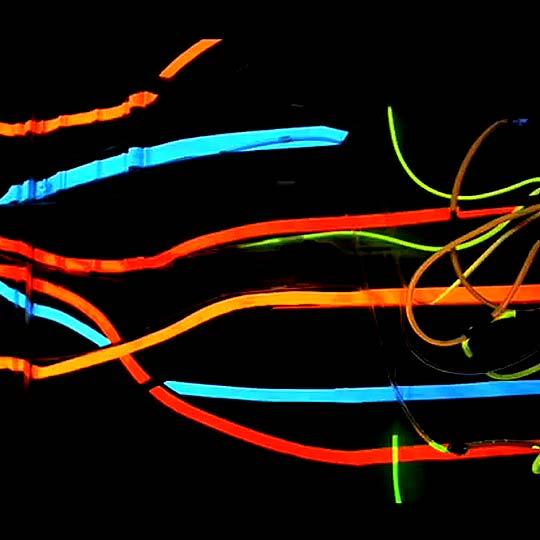 Publicidad. Performance Mundo Neón por LEO BURNETT